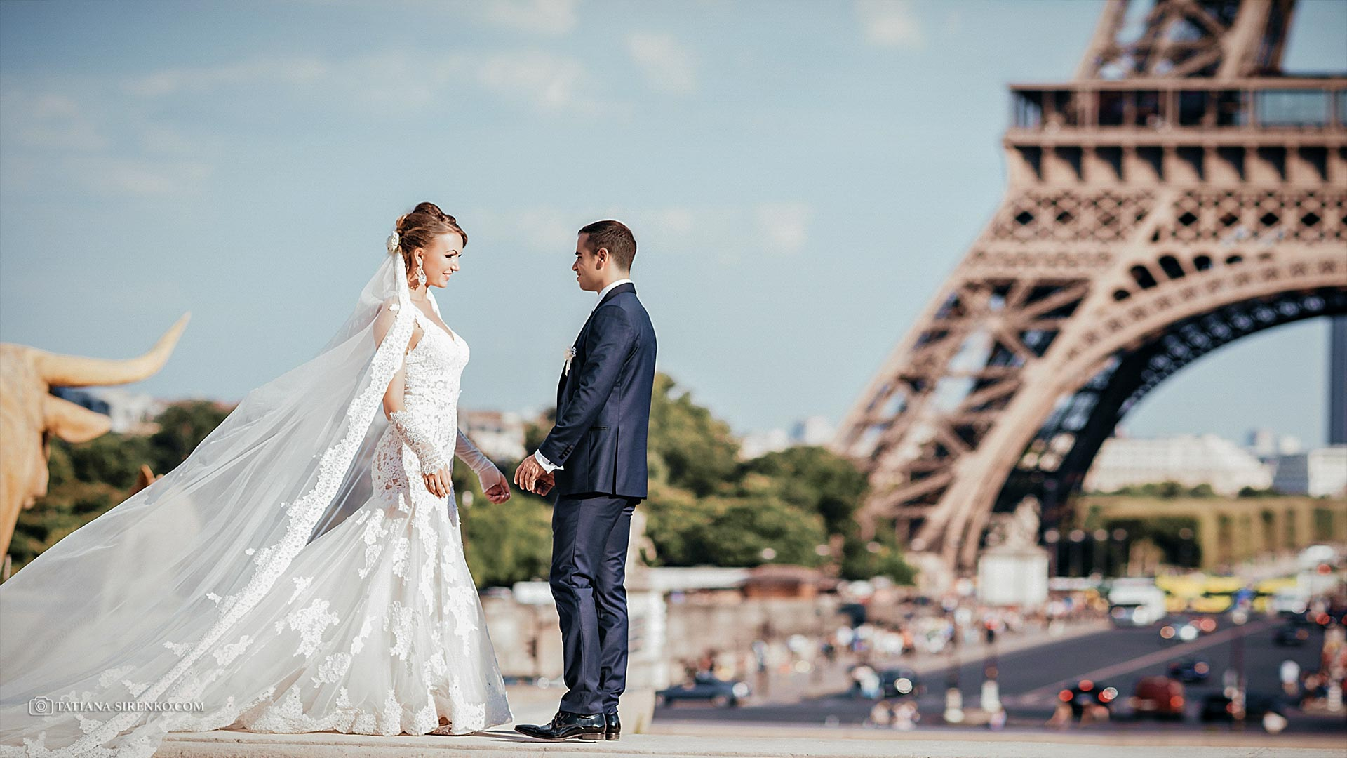 Photography in Paris at the Eiffel tower