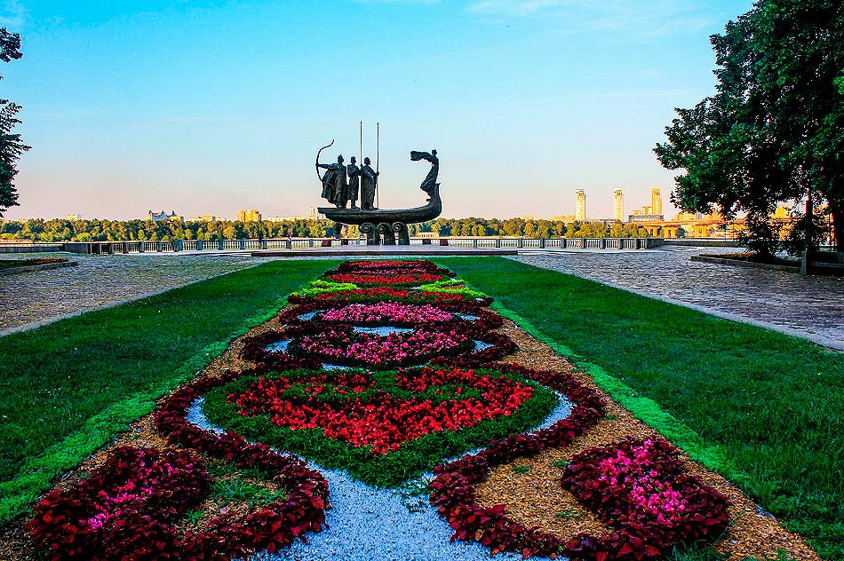 памятник основателям Киева – Кию, Щеку, Хориву и их сестре Лыбеди