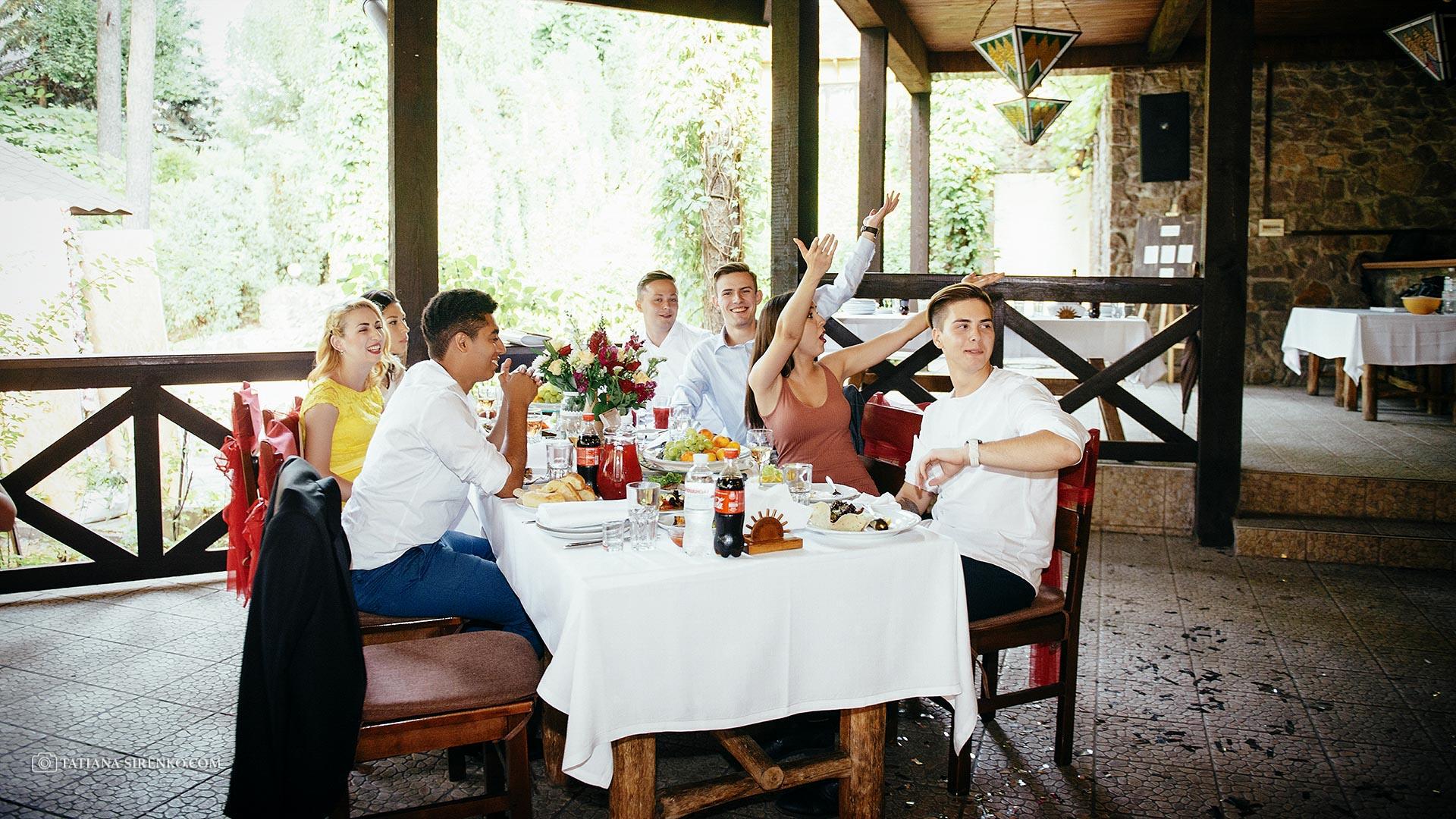 Свадебная фотосъемка в ресторане